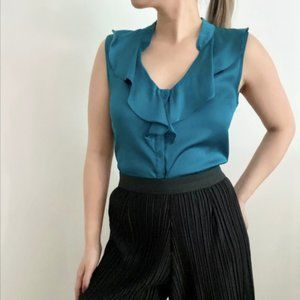 Le Chateau sleeveless button up work top